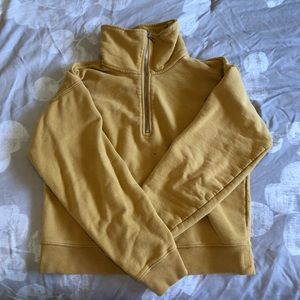 Aritizia Babaton Slightly cropped half zip sweater